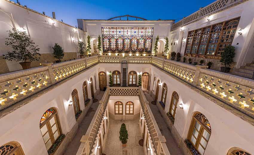 نمایی از رستوران قصر منشی اصفهان